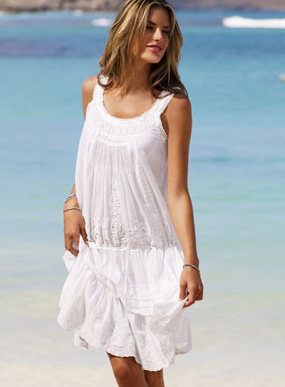 Ένα λευκό φορεματάκι αυτού του στυλ δεν θα σε απογοητεύσει ενώ βάζουμε  στοίχημα ότι θα γίνει b670b175823