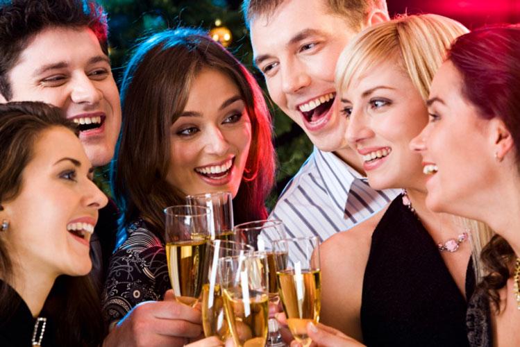 Επαγγελματικά πάρτι στις γιορτές  Μην παρασύρεσαι  16f44a40cdc