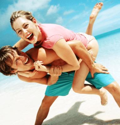 <b>Διακοπές χωριστά:</b>  Εσείς είστε ζευγαράκι και έχετε ήδη κανονίσει τις καλοκαιρινές σας διακοπές. Έλα όμως που υπάρχουν και οι κολλητοί του που είναι παράδοση σου λέει να πηγαίνουν κάθε χρόνο μαζ