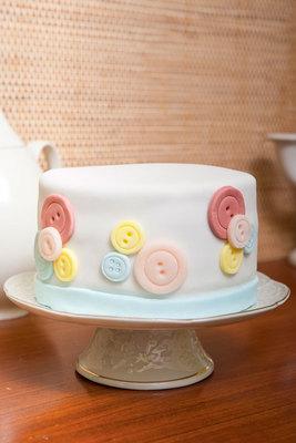 Μάθε βήμα - βήμα πώς θα φτιάξεις πετυχημένη και εντυπωσιακή ζαχαρόπαστα για να κλέψεις και πάλι την παράσταση με μια τούρτα σωστό καλλιτέχνημα. Διάβασε τις οδηγίες - συνοδευόμενες από φωτογραφικό υλικ