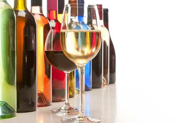 Η γεύση, το άρωμα, το χρώμα και η επίγευση καθορίζουν την αξία ενός κρασιού. Το ίδιο και η τιμή αγοράς του, που πρέπει να είναι προσιτή, για να του επιτρέπει να γεμίζει ξανά το ποτήρι μας. Πιείτε τις