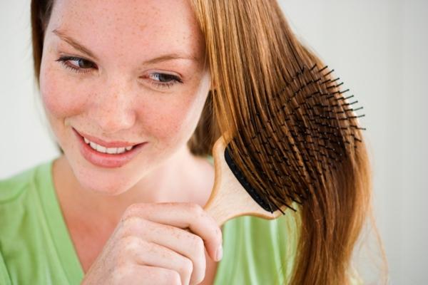 <h4>Bούρτσισε τα μαλλιά σου σαν να είναι από χρυσάφι!</h4>  <p>Το βούρτσισμα παίζει πολύ σημαντικό ρόλο για την υγεία των μαλλιών σουκαι πρέπει να το προσέξεις. Όταν ξεμπερδεύεις τα μαλλιά σου μ