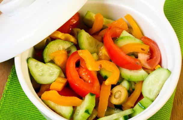 Σου προτείνουμε μερικά έξτρα υλικά που θα κάνουν τις σαλάτες σου γκουρμέ κι ακόμη πιο νόστιμες! Εκτός από τα κλασικά κρουτόν, το τυρί, το μπέικον, το κοτόπουλο και τις έτοιμες λιπαρές σος, υπάρχουν με