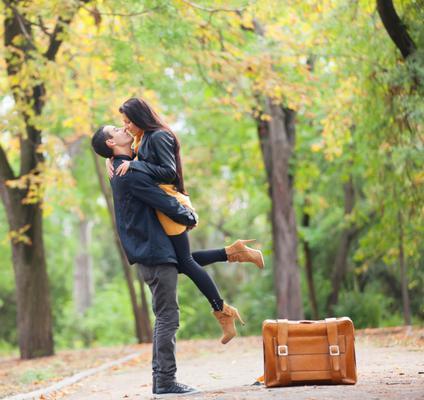 <b>Εσύ πάντα διαθέσιμη, εκείνος όποτε θέλει!</b>  Είπαμε να μην τον πιέζεις αλλά πόσο ισορροπημένη μπορεί να είναι μια σχέση, στην οποία εσύ δεν κάνεις κανένα πρόγραμμα στη ζωή σου περιμένοντας εκείνο