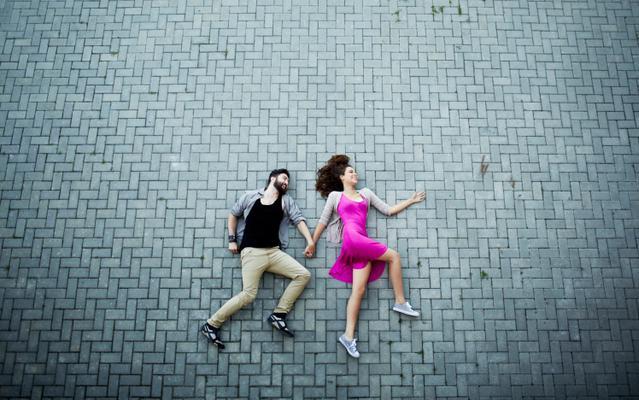 <b>3. Σε χώρισε και το διαφημίζει:</b>  Ήρθε ο καιρός που σε βαρέθηκε ο κάφρος ο σωστός και αντί να εκτιμήσει τα χρόνια που του χαράμισες, συναντά γνωστούς και φίλους στα τριήμερα της σχέσης και διαφη