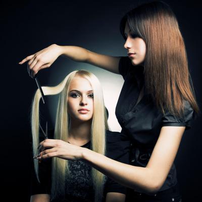 Για να κάνεις μια αλλαγή στο κούρεμα σου πρέπει να είσαι βέβαια ότι θα αλλάξεις κάτι στα μαλλιά σου. Αν δεν είσαι και τόσο σίγουρη τι είναι αυτό που θέλεις να κάνεις τότε σίγουρα είναι καλύτερα να το