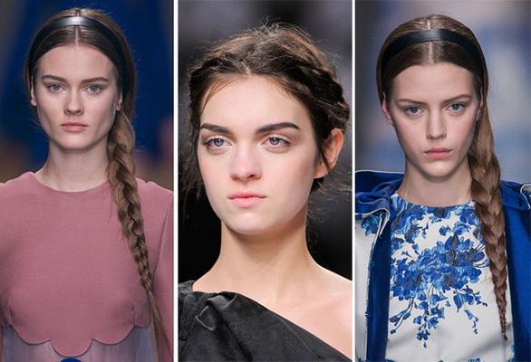 Η στέκα ήταν είναι και θα είναι το απόλυτο αξεσουάρ για τα μαλλιά σου. Τώρα συνδυάζεται τέλεια και με την κοτσίδα στο πλάι για ένα καθημερινό λουκ αλλά και με κοτσιδάκια σε όλο το κεφάλι. Η χοντρή στέ