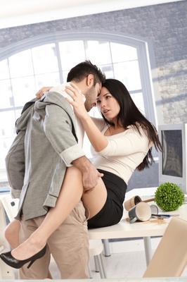 <b>1.Όλοι έχουν οργασμό, όλη την ώρα!</b>  Εσύ, με τις συνθήκες που επικρατούν και τη δουλειά και τα πάντα όλα, τον ψάχνεις τον οργασμό τις φορές που κάνεις σεξ. Στις ταινίες ενήλικου ενδιαφέροντος, ό