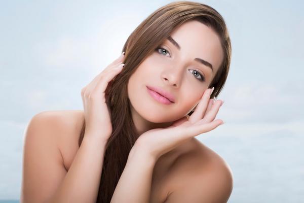 Και το λιπαρό δέρμα έχει τα μυστικά του: προσοχή στον καθαρισμό, η σωστή κρέμα και ο ύπνος παίζουν επίσης πολύ σημαντικό ρόλο στην αντιγηραντική φροντίδα του δέρματος σου! Αν δεν ξέρεις τι τύπο δέρματ