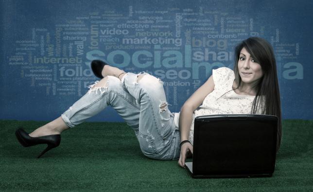 Ο εθισμός στο διαδίκτυο κι εν προκειμένω στα social media είναι κάτι που δρα σταδιακά και υπονομέυει την ευτυχία μας και την κοινωνική μας ζωή. Προσοχή λοιπόν!Και σε περίπτωση που έχεις ήδη εθιστεί; Τ
