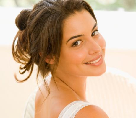 <b>Eνυδατικά σαπούνια:</b> το σαπούνι δεν είναι μυστικό πολλές φορές αφήνει το δέρμα σου ξηρό και αφυδατωμένο. Αν διαλέξεις ένα ενυδατικό σαπούνι τότε μετά το πλύσιμο το δέρμα σου θα δείχνει ενυδατωμέ