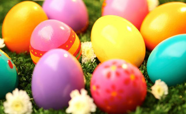 Μοντέρνα ή παραδοσιακά, με βαφή ή χωρίς, όπως κι αν προτιμάς να βάψεις τα αυγά φέτος, σου έχουμε ιδέες και λύσεις! Τσέκαρε τις συμβουλές μας και καλό Πάσχα!