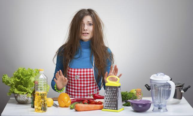 Κάθε πρόβλημα, ακόμη και στη μαγειρική έχει τη λύση του. Συγκεντρώσαμε 8 συχνά προβλήματα και σου δίνουμε τις απαντήσεις. Μάθε πώς θα  σώσεις  τη σάλτσα, πώς θα κόψεις εύκολα το κοτόπουλο σε λωρίδες,