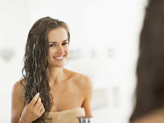 <b>Αφρός μαλλιών: Ποσότητα ίση με 1 μπαλάκι του γκολφ.</b> Για καλύτερα αποτελέσματα κάνε τον αφρό λίγο πιο υγρό, ανακατεύοντάς τον στα χέρια σου, και στη συνέχεια άπλωσέ τον σε νωπά μαλλιά. Με αυτό τ