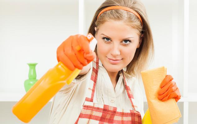 <strong style= color: rgb(128, 0, 128); font-size: 14px; >Εναλλακτικό καθαριστικό για πατώματα</strong>  Χρησιμοποίησε <b>υγρό για τα πιάτα</b> για να σφουγγαρίσεις τα πατώματα. Ξεκίνα διαλύοντας 2 κο