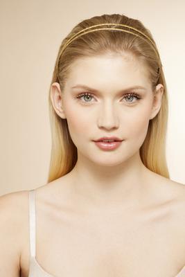 <h4>Η ώρα της μεγάλης αλλαγής:</h4>  <p>Το ξανθό είναι ένα χρώμα εντυπωσιακό και λαμπερό είναι όμως σίγουρα μια μεγάλη αλλαγή ειδικά αν έχεις πιο σκούρο χρώμα μαλλιών. Αυτό που μπορείς να κάνεις αν δε