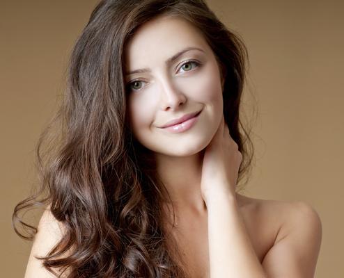 Αφού  καθαρίσεις  τα μαλλιά σου από την ψαλίδα τότε δεν έχεις παρά να φροντίσεις την σωστή ενυδάτωση αλλά και την θρέψη τους. Το κατάλληλο σαμπουάν είναι εκείνο που θα θρέψει την τρίχα σου και θα την