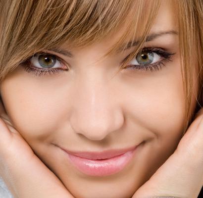 <h4>Με έμφαση στα μάτια σου:</h4>  <p>Το να δώσεις έμφαση στα μάτια με μια σκιά είναι ο πιο εύκολος και γρήγορος τρόπος για να τραβήξεις την προσοχή στο βλέμμα σου! Πριν κάνεις οτιδήποτε π