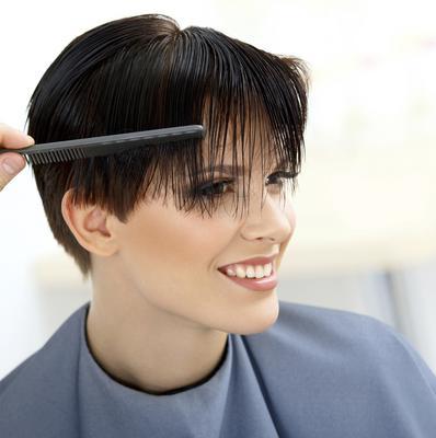 Μπορεί να θέλεις όσο τίποτα να κόψεις τα μαλλιά σου κοντά,  όμως αναρωτήθηκες μήπως θέλεις να το κάνεις για τους λάθος λόγους;