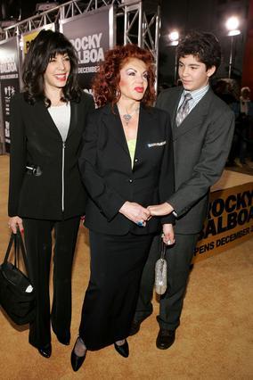 Η Τόνι-Αν Φιλίτι με τη μητέρα της, Τζάκι Σταλόνε και τον γιο της, Έντμουντ, το 2006.