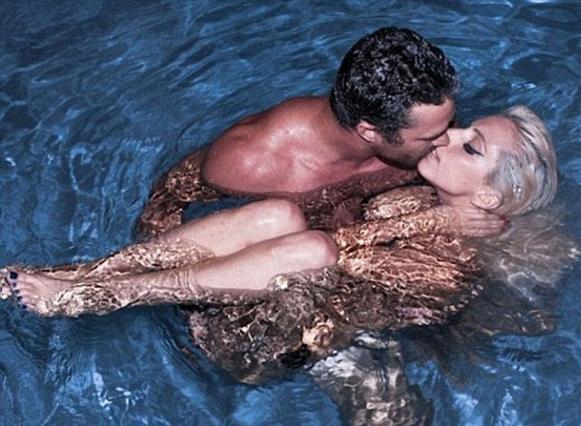 Lady Gaga: σεξ, τρίο, μπάφος και το αγόρι της!