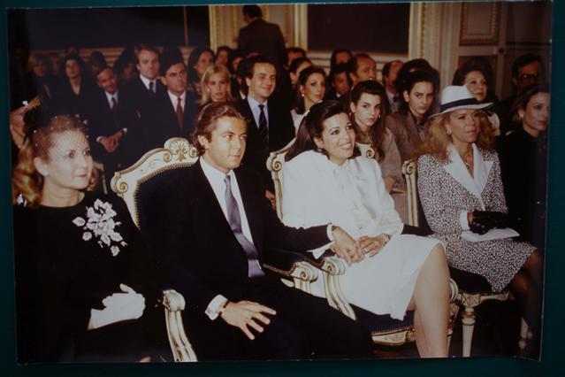 Η Χριστίνα, περιχαρής στο πλευρό του συζύγου της, Τιερί Ρουσέλ. Δίπλα της η κολλητή της, Μαρίνα Δοδέρο.