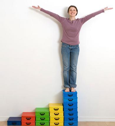 Μία πρακτική λύση για τα παπούτσια -και όχι μόνο- είναι τα κουτιά. Και δη τα χρωματιστά!
