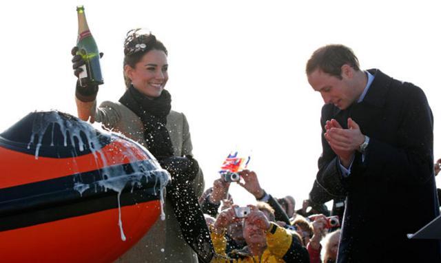 Η πρώτη επίσημη εμφάνιση του ζεύγους μετά τον αρραβώνα τους έγινε τον Φεβρουάριο του 2011 στο Άνγκλσεϊ