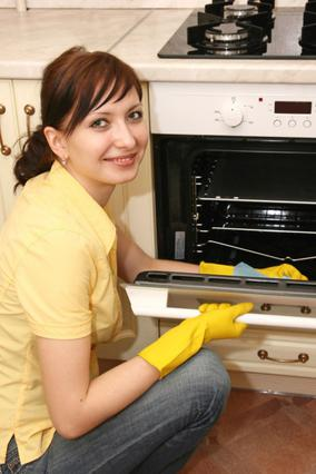Μία φορά τον μήνα κάνε μια πιο  γενική καθαριότητα -εντός και εκτός- των ηλεκτρικών συσκευών.