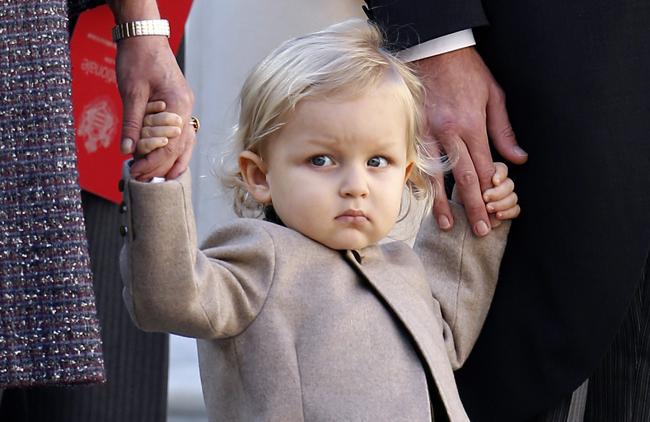 84ce7f332b56 ... εδώ που τα λέμε για ένα μωράκι να έρχεται αντιμέτωπο με τόσο κόσμο  ξαφνικά... Πάντως