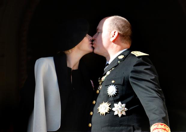 657f55759576 ... να γνωρίζουν το φύλο τους. Ο πρίγκιπας Αλβέρτος (prince Albert) και η  έγκυος σύζυγός του