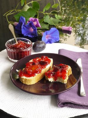 Από μικρή αναρωτιόμουν γιατί η βανίλια ?το φρούτο- λέγεται έτσι. Τι σχέση έχει με το φυτό και την υπέροχη γεύση και μυρωδιά που προσδίδει στα γλυκά μας σαν συστατικό. Μήπως είναι εξωτικό φρούτο από τη