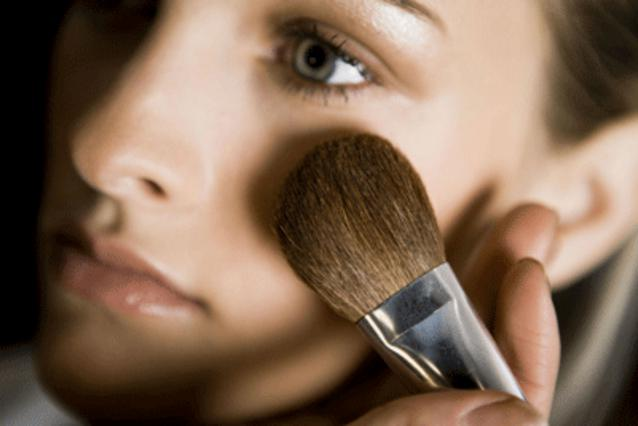 Ανακάλυψε ποια σύνεργα μακιγιάζ θα χρειαστείς τη νέα σεζόν!