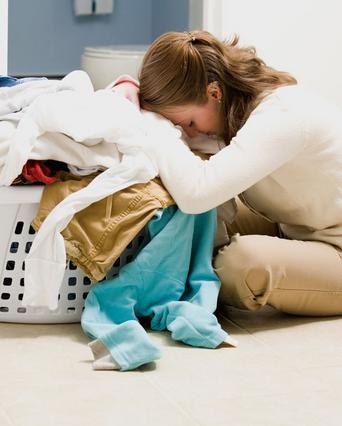 Μην βλέπεις το πλύσιμο των ρούχων  ως... βουνό. Μάθε τα μικρά μυστικά που θα κάνουν τη ζωή σου πιο εύκολη.