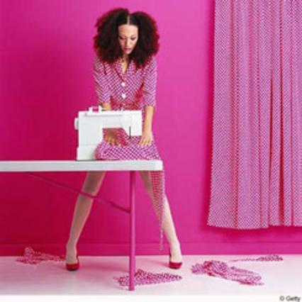 Καλά, εσύ μην ράψεις αυτό που φοράς και καλύτερα να είσαι καθιστή για να μην  ράψεις... εσένα!