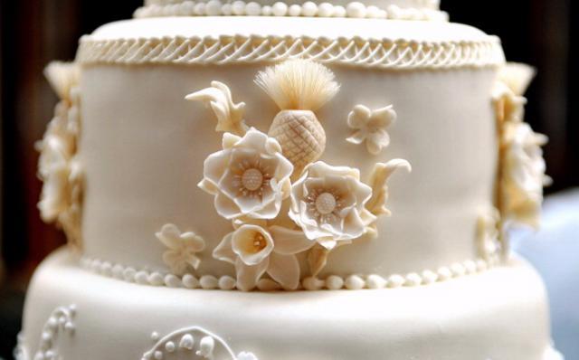 Λεπτομέρεια της γαμήλιας τούρτας.