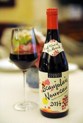Η νέα σοδεία της ποικιλίας έρχεται με εορτασμούς και τελετουργικά στη Γαλλία αλλά και σε άλλες χώρες με το σύνθημα να διαδίτεται ταχύτατα  Le Beaujolais Nouveau est arrive!, ελληνιστί  το νέο Μποζολέ