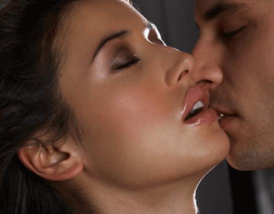 γυναίκα λαχταράει μαύρο πορνό