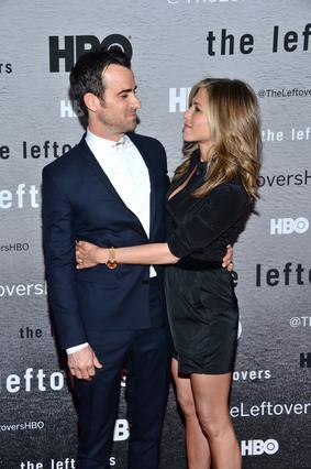 Δύο χρόνια αρραβωνιασμένοι η Τζένιφερ και ο Τζάστιν Θερού, αλλά για γάμο ακόμη... κουβέντα -τουλάχιστον επισήμως!!!