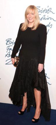 Η δημιουργός του νυφικού της Κέιτ Μίντλετον βραβεύτηκε ως σχεδιάστρια της χρονιάς!