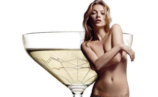 Κέιτ Μος: την πίνεις στο ποτήρι (της σαμπάνιας)