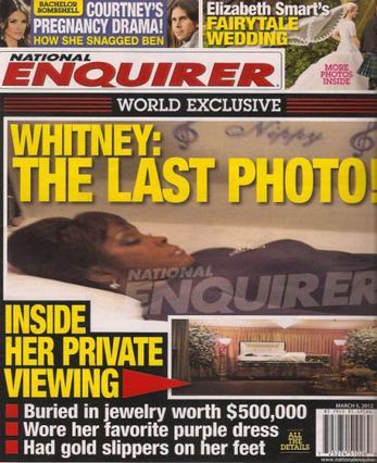 Στο μακάβριο εξώφυλλο του  National Enquirer  βλέπουμε τη Γουίτνεϊ Χιούστον, όντως στην τελευταία της φωτογραφία.