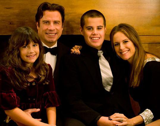 Ο Τζον Τραβόλτα με την Κέλι Πρέστον και τα παιδιά τους, Τζετ και Έλα Μπλου. Σήμερα στην οικογένεια υπάρχει και 4χρονος Μπέντζαμιν.