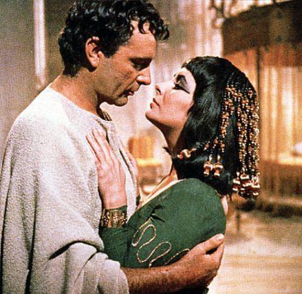 Λιζ Τέιλορ & Ρίτσαρντ Μπάρτον. Κλεοπάτρα & Αντώνιος. Ένας μεγάλος έρωτας εντός και εκτός μεγάλης οθόνης. Μήπως ετοιμαζόμαστε για επανάληψη θρύλου με Μπραντζελίνα;