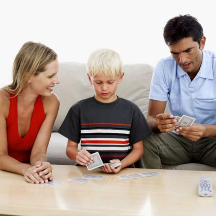 Φρόντισε να έχεις πάντα καθαρές  τις τράπουλες στο σπίτι σου και παίξε άφοβα με όλη  την οικογένειά σου.
