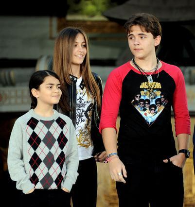 Τα άλλα δύο παιδιά του Τζάκο, ο Πρινς και ο Μπλάνκετ, δεν έχουν πάρει θέση ακόμη στο θέμα... Αναμένονται εξελίξεις.