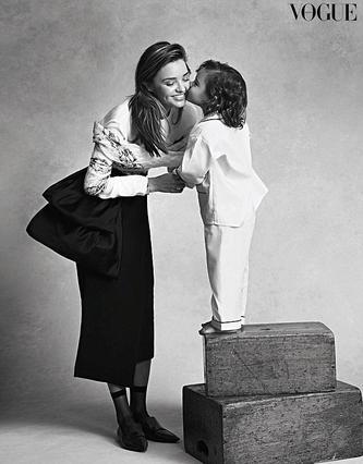 Κερ: Σοσόνι στην πρώτη φωτογράφηση με τον γιο