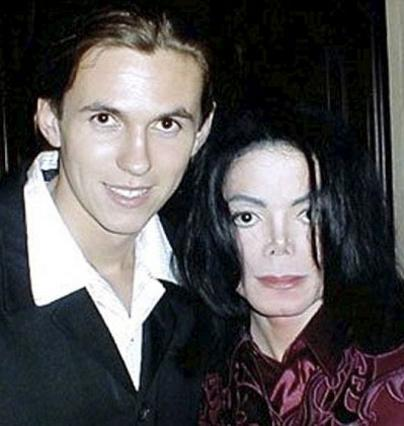 Ο Ματ Φίντες, πρώην σωματοφύλακας  του Μάικλ Τζάκσον ισχυρίζεται ότι  ο Μπλάνκετ γεννήθηκεα από  δικό του... σπέρμα!