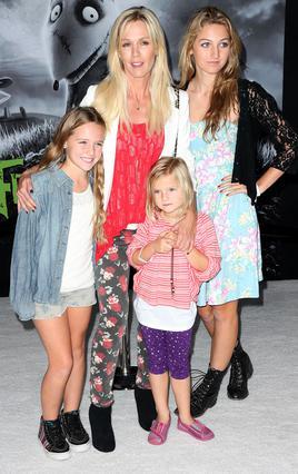 Η Τζένι Γκαρθ με τις κόρες της, Λούκα, Λόλα και τη Φιόνα στη μετά το διαζύγιο εποχή.