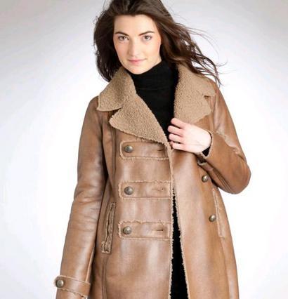 Ένα δερμάτινο παλτό ή μπουφάν αποτελεί ιδανική εκπτωτική επένδυση.